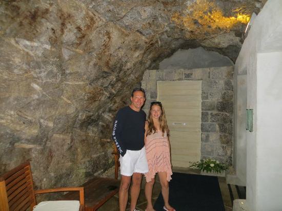 Santa Caterina Hotel: Entrance to the rock elevator!
