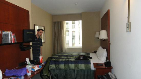 Club Quarters Hotel, Central Loop: Our room- Standard