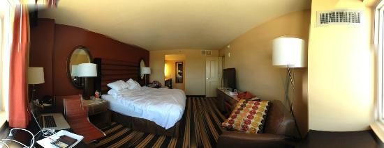 ‪أوفرتون هوتل آند كونفرانس سينتر: Preferred King Suite Bedroom @ Overton Hotel in Lubbock, Tx‬