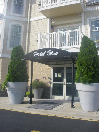 Hotel Blue: Entrance