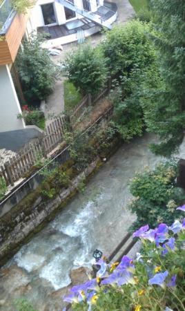 Hotel Dachstein: Stream running under our terrace