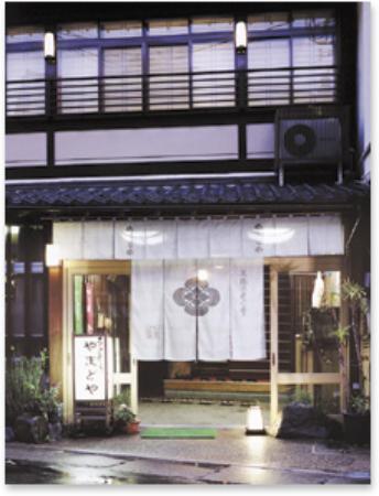 Yamatoya: 外観写真