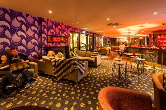 Rydges Lakeland Resort Hotel Queenstown: Fireside Lounge Bar