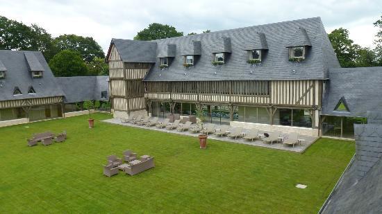 Les Manoirs de Tourgéville : Batiment principal comprenant les triplex et duplex