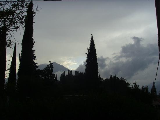 Agriturismo Castello di Vezio: Stormy night