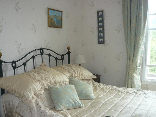 The Forest Country House B&B and Cottages : elegant bedroom
