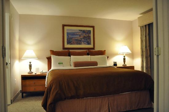 HYATT house San Diego/Sorrento Mesa: One of the bedrooms in the suite