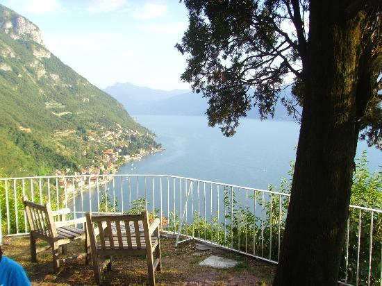Agriturismo Castello di Vezio: View of the lake from the grounds