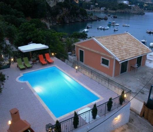 Apartment Reviews: Akis Apartments (Paleokastritsa, Corfu)