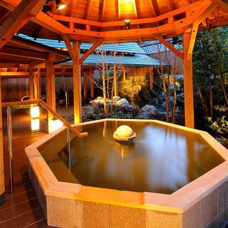 Shimobe Hotel: 六角ひのき風呂