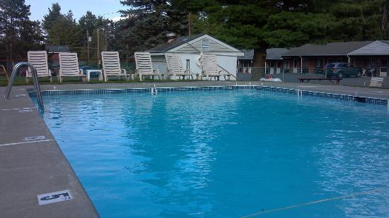 Sullivan Trail Inn & Suites: Big Pool