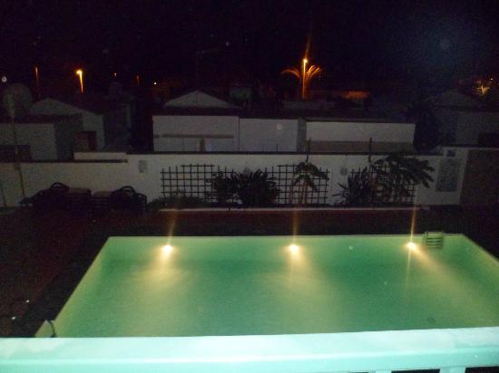 La Tegala Apartments: Night time view