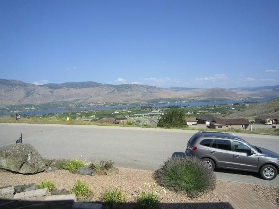 Buc's Bed & Brew Guestrooms: View of Osoyoos lake from deck
