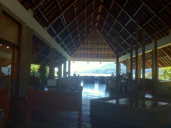 Le Meridien Fisherman's Cove: atrio e salone ingresso