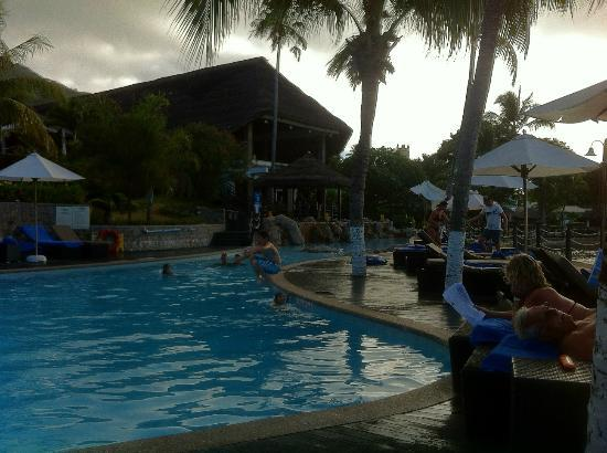 Le Meridien Fisherman's Cove: piscina