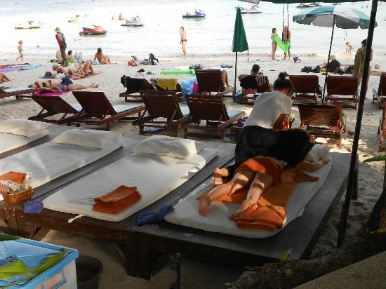 Baan Chaweng Beach Resort & Spa: massaggio sulla spiaggia