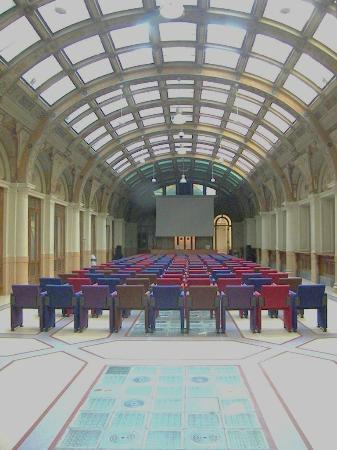 Auditorium enzo biagi interno alla biblioteca salaborsa for Interno 1 bologna