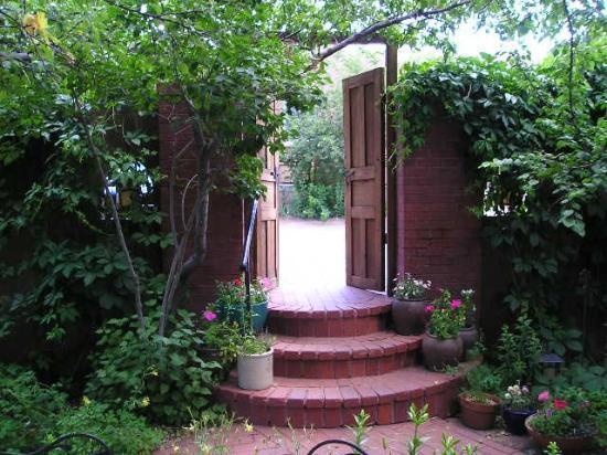 Don Gaspar Inn: Courtyard Gate