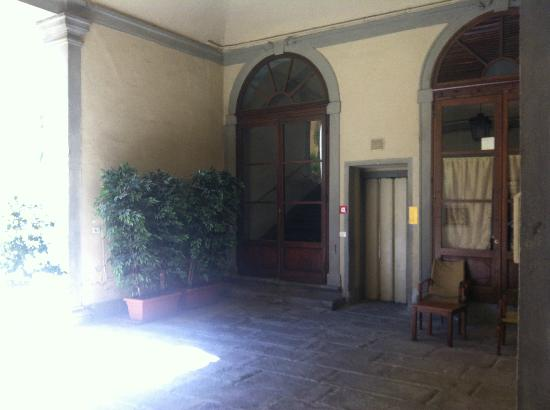 Palazzo Niccolini al Duomo : entrance