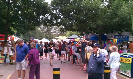 Boulder County Farmers Market: Crowded but not too crowded