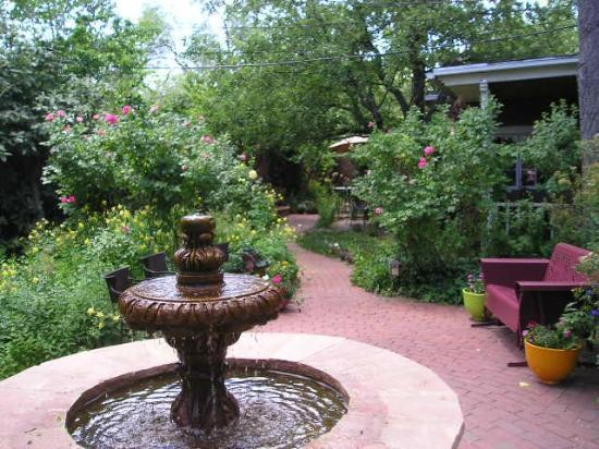 Don Gaspar Inn: The Main Courtyard Fountain.