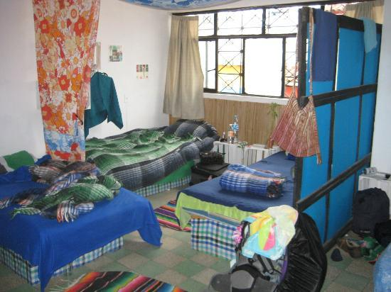 El Hostalito: Dorm Room (you can see 3 of 5 beds)