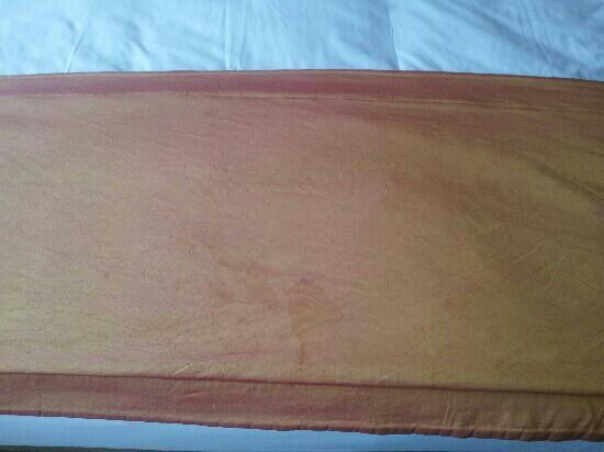 Athlone Springs Hotel: Second stained bed spread on double bed.Same stained cover replaced daily by staff