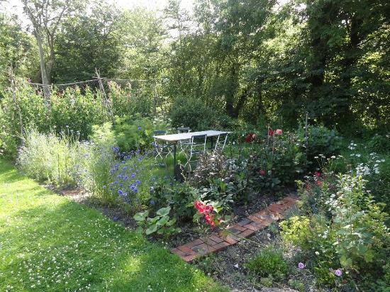 Tilton House: Garden