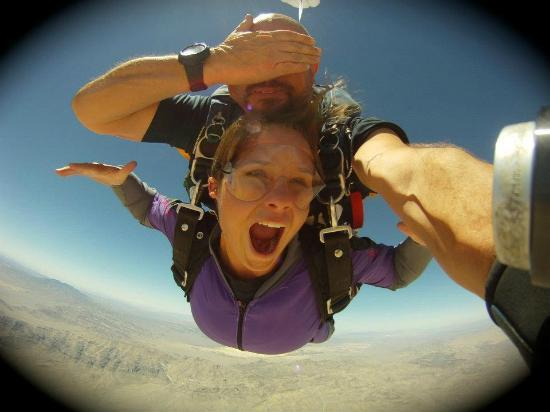 Vegas Extreme Skydiving : Don't look now. Funny pic. ;-)