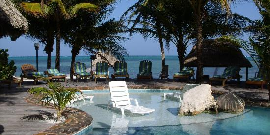 Xanadu Island Resort: Pool overlooking the oceans