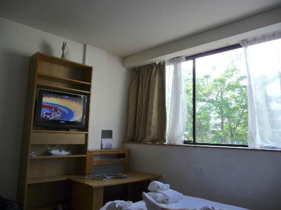 Marylebone Serviced Rooms & Apartment: Coin télé + canapé convertible
