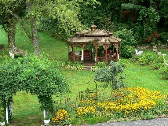 Plantation Bed and Breakfast: Gazebo