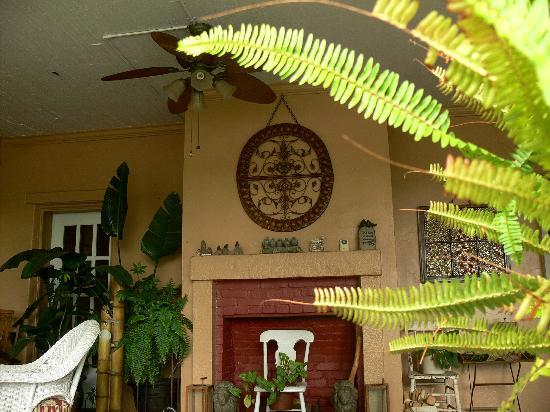 Plantation Bed and Breakfast: Veranda