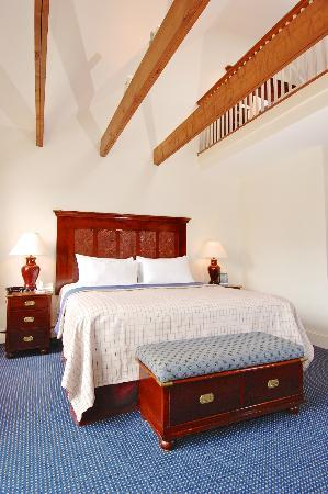 Harborside Inn: Waterfront Suite