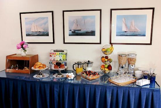 Harborside Inn: Complimentary Breakfast