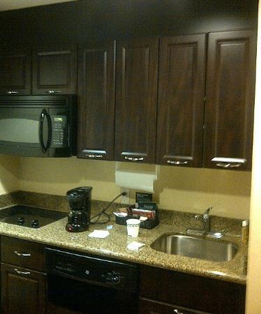 Homewood Suites Sudbury Ontario: Kitchen area