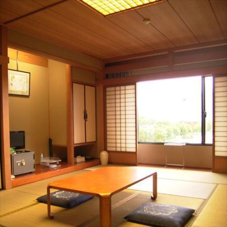Nagahama Dome Shukuhaku Kenshukan