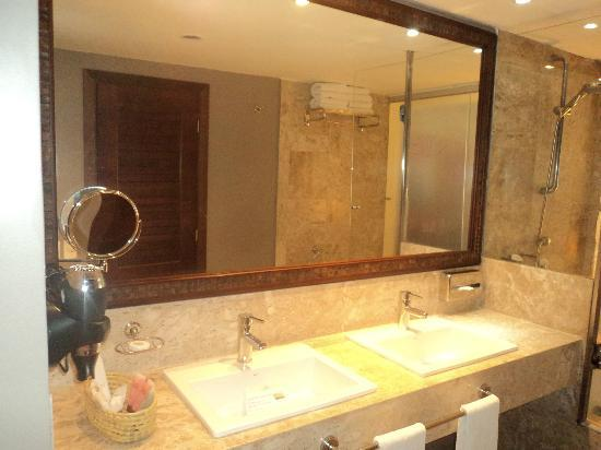 Imagenes De Baños Hermosos:baños muy lindos todo de marmol y muy espaciosos- Picture of Grand
