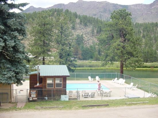 Bailey Lodge: large clean pool