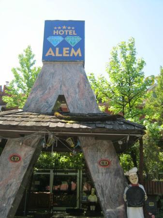 Hotel Alem: hotel sign