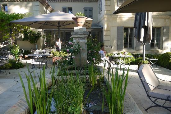 La Bastide de Boulbon: Hotel grounds