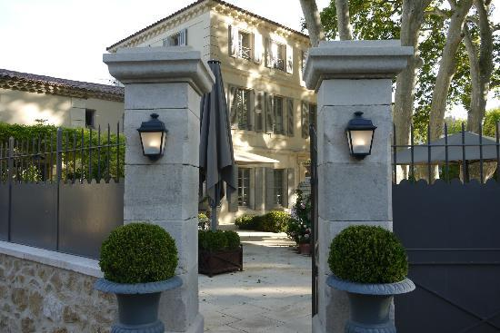 La Bastide de Boulbon: Hotel Entrance