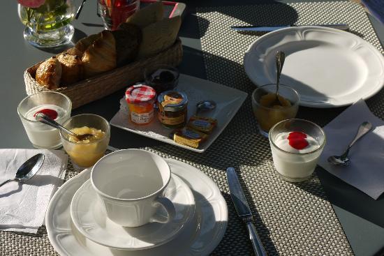 La Bastide de Boulbon: Breakfast at hotel 