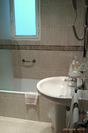 Hotel Costasol: Vista del cuarto de baño