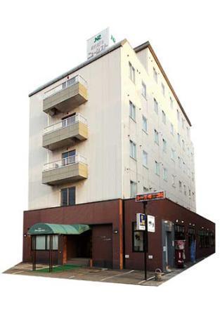 Eki-mae Hotel New Rest: 外観写真