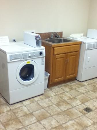 Super 8 Rexburg: guest laundry