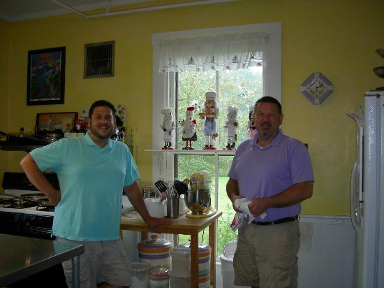 LimeRock Inn: Frank and PJ in their natural element!