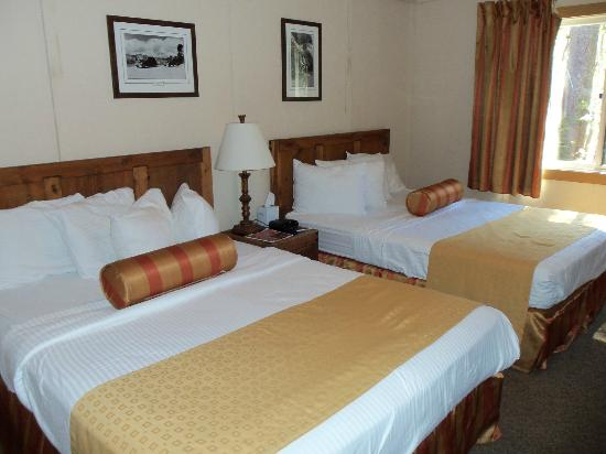 Mazama Village Motor Inn room