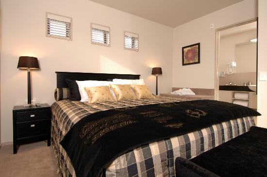 Palazzo Motor Lodge: Ambassador Suite Bedroom