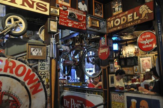 Sanford's Grub & Pub: Blick ins Innere des Restaurants